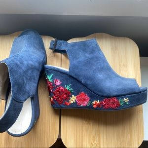Beautiful Kenneth Cole Embroidered Wedges